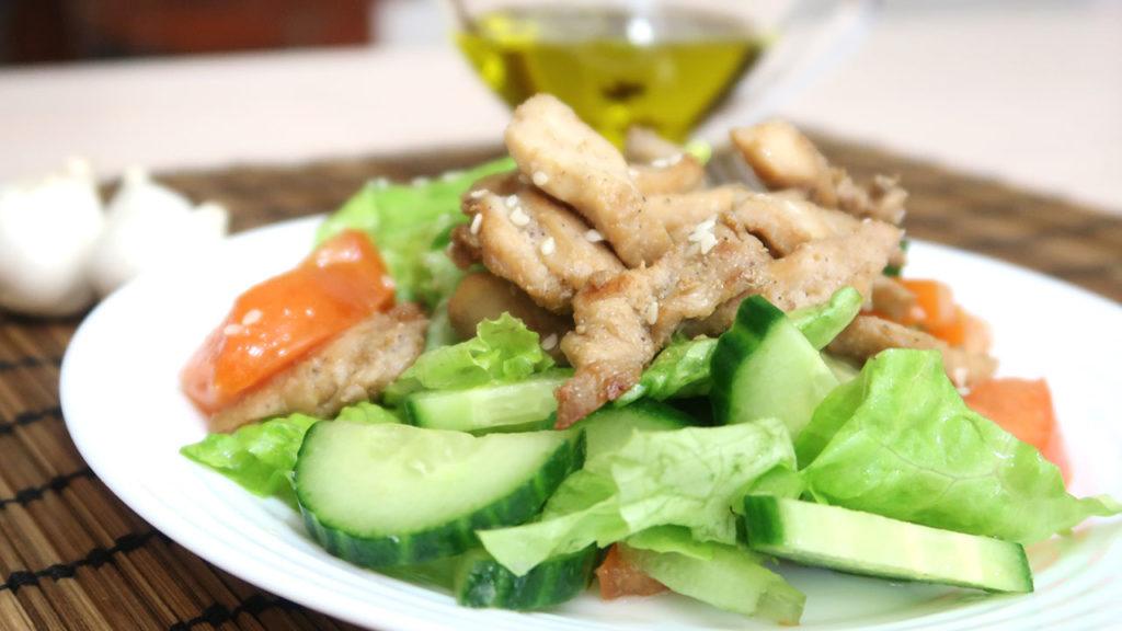 овощной-салат-с-курицей