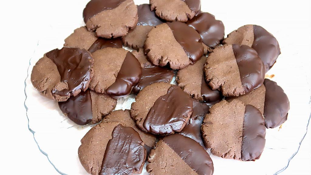Шоколадное печенье в шоколадной глазури