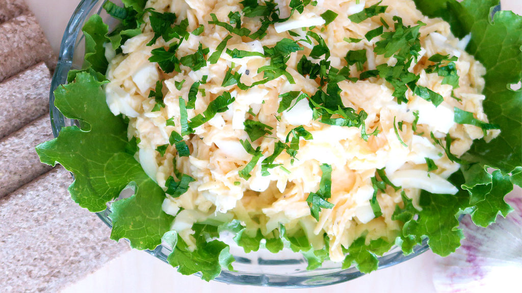 Сырный салат по гречески
