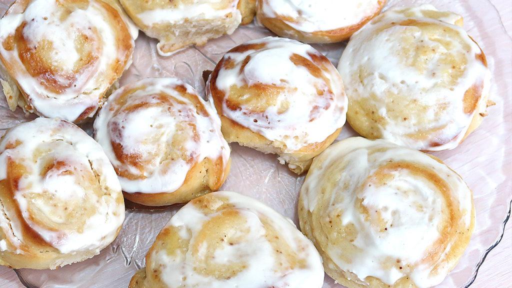 Сдобные булочки с творожной начинкой
