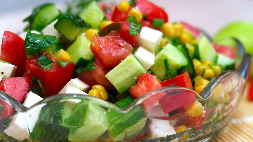 Салат с кукурузой Рандеву