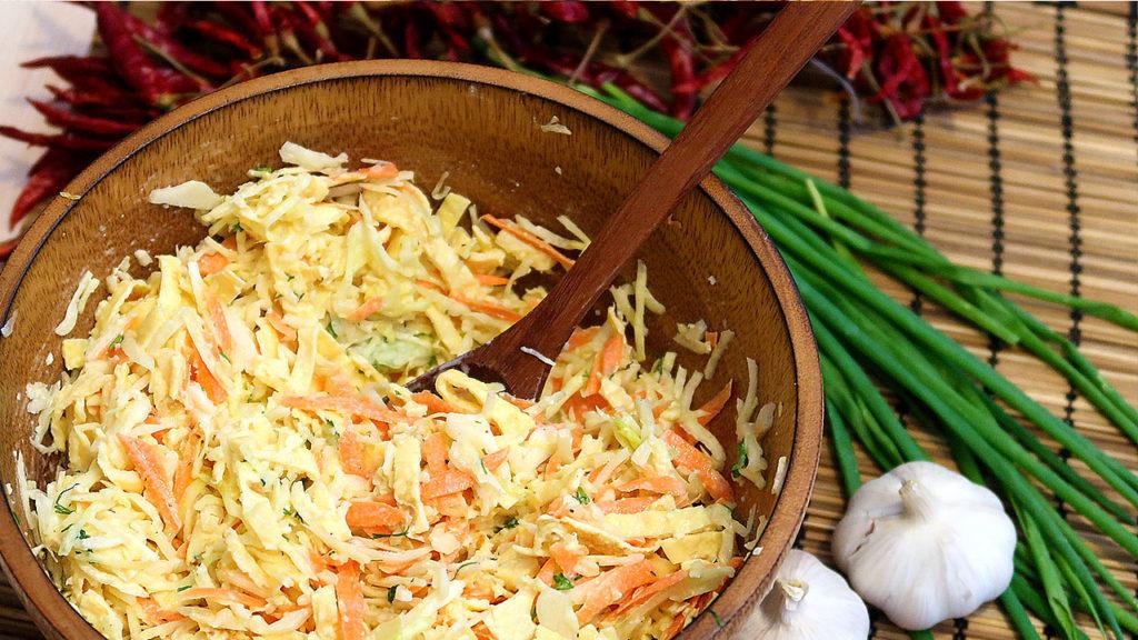 Невероятно вкусный салат из капусты