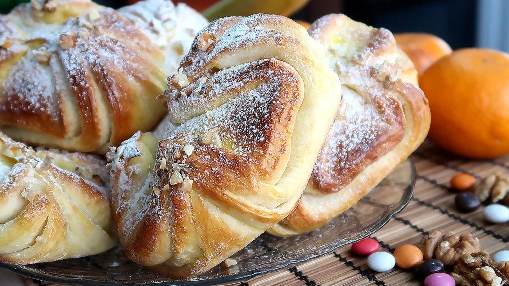 Домашние булочки с орехом