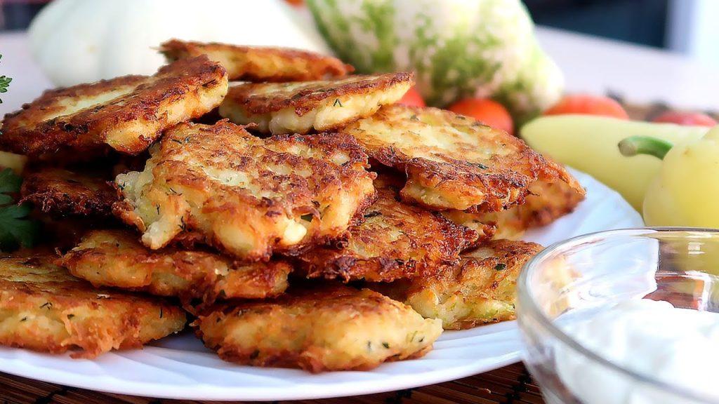Котлетки из кабачков и картофеля.