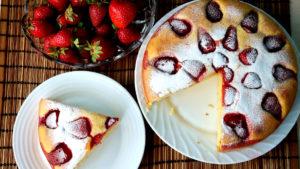 Клубничный пирог на кефире
