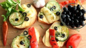 Брускетты с сыром и овощами гриль