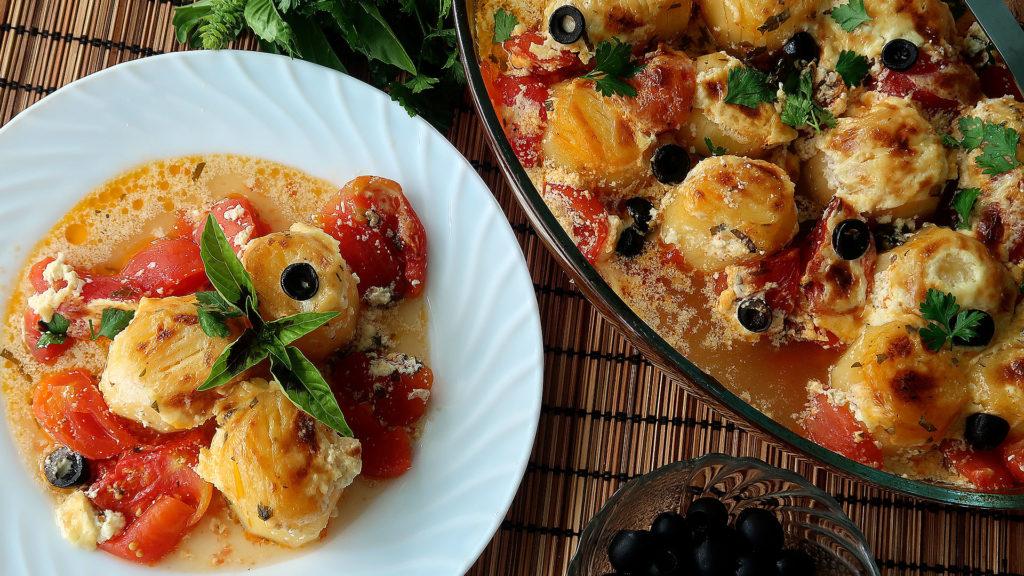 Картофель с помидорами в духовке
